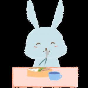 お弁当を食べる子ウサギ