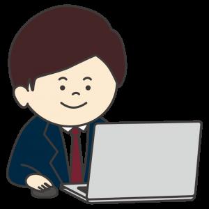 パソコンを使って仕事をする会社員(男性/笑顔)
